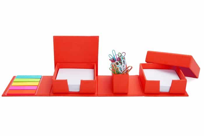 מעמד שולחני מתקפל בצורת קובייה, מכיל: נ.דביקים, memo ואטבים
